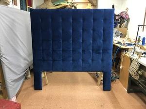 Cabecero para cama de 1,60 cm. ancho y a cuadros con tiros en la esquina de los cuadrod